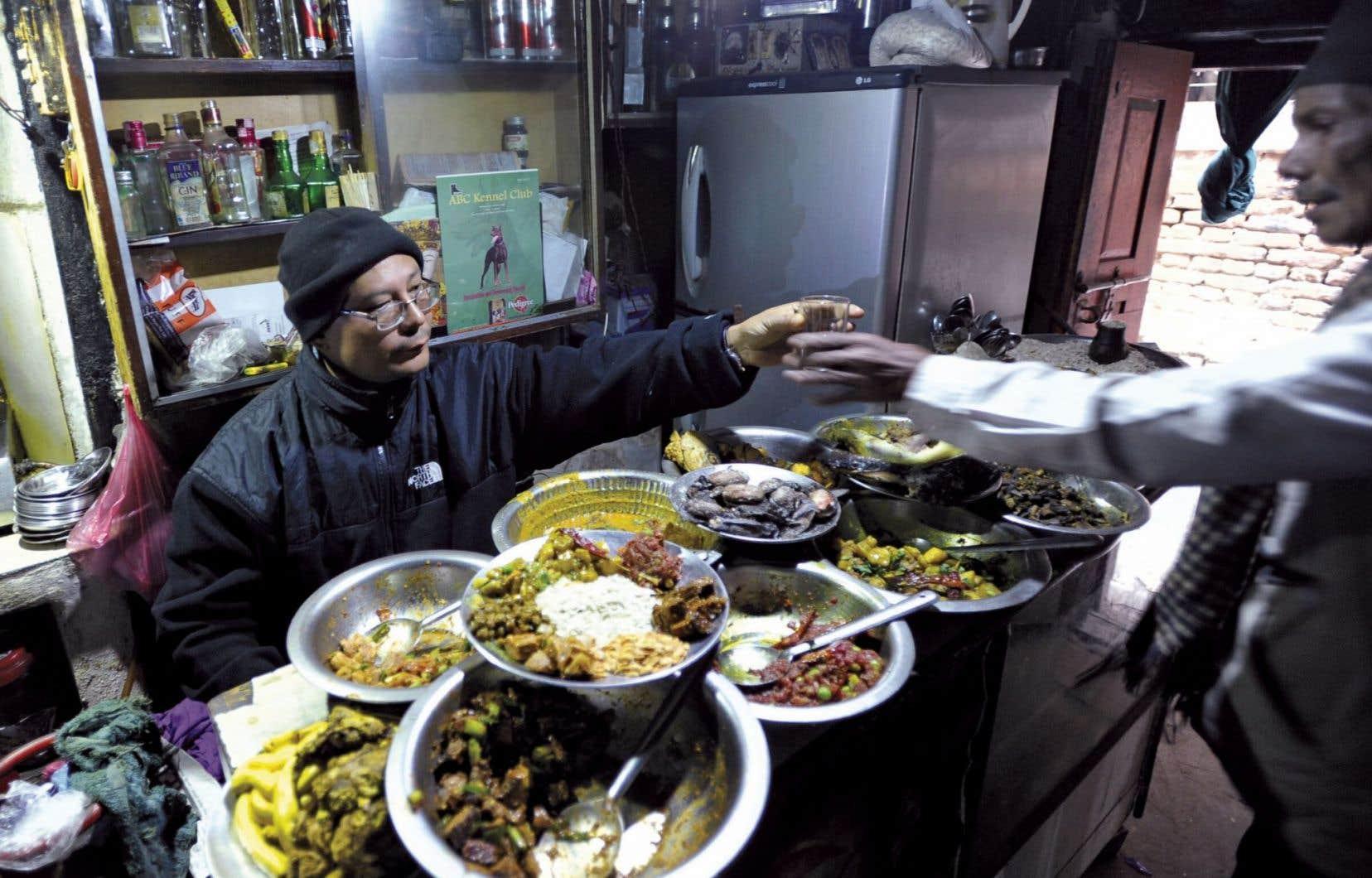 Un kiosque de restauration népalais, à Katmandou