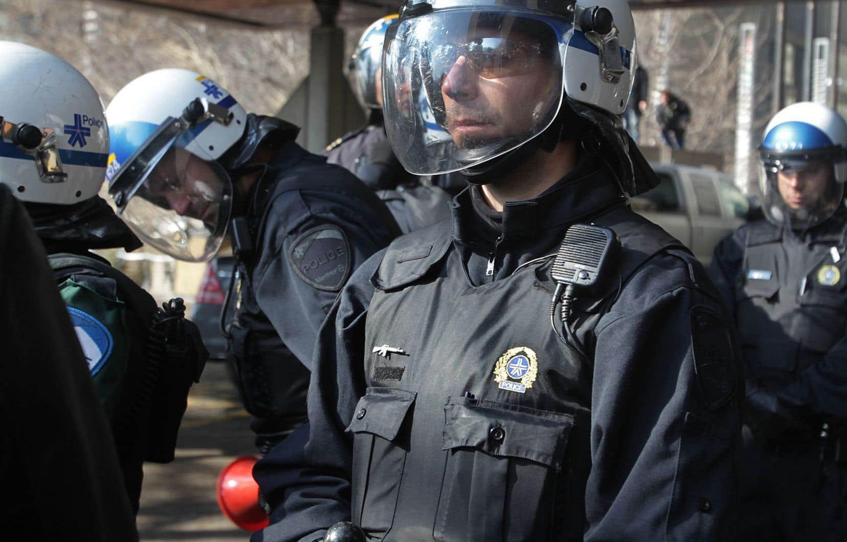 À l'heure actuelle, le commissaire à la déontologie policière rejette systématiquement les plaintes — manque de respect, abus d'autorité, etc. — visant des policiers non identifiés.