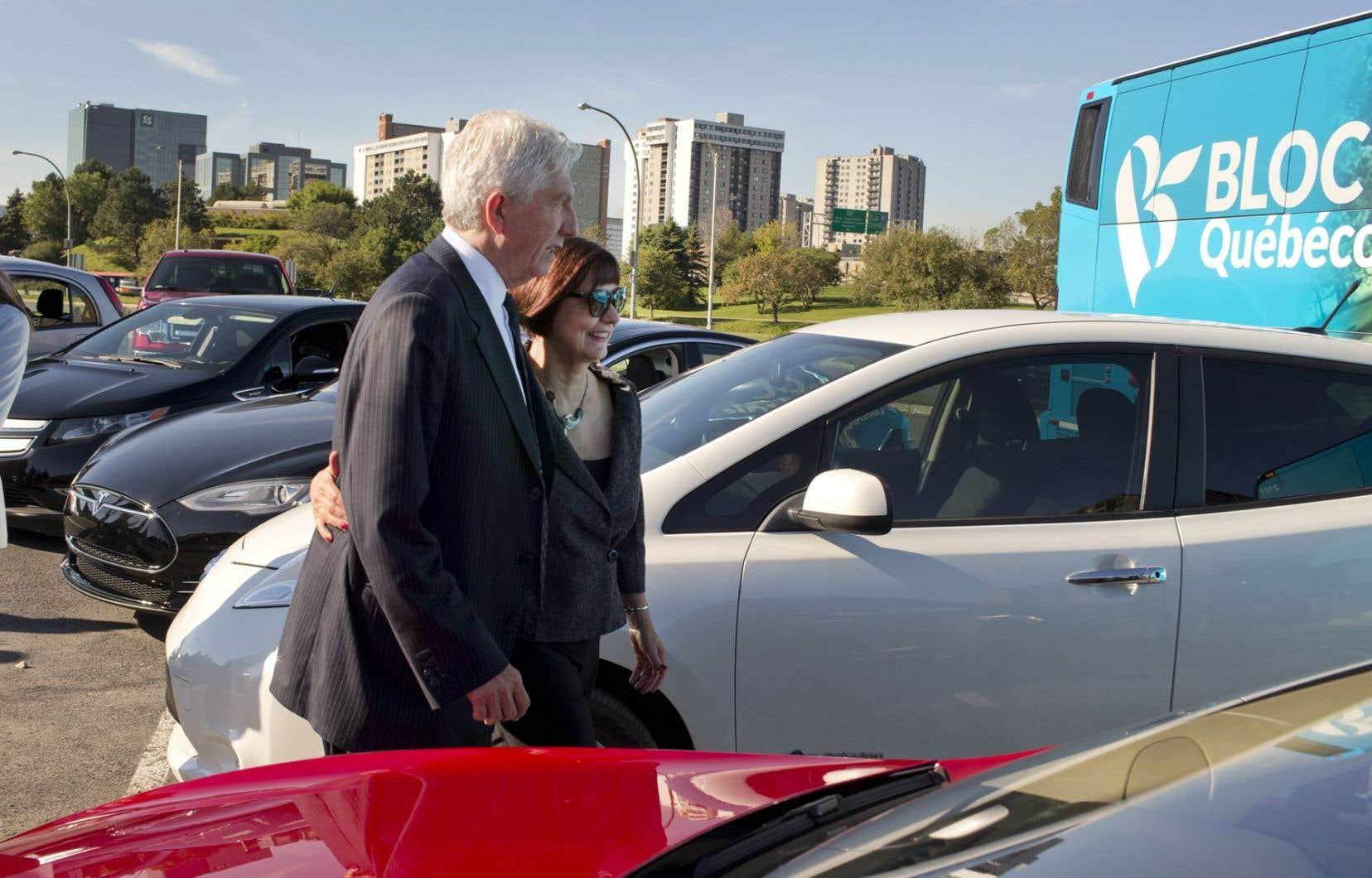 De passage à Longueuil lundi matin, le chef du Bloc, Gilles Duceppe, a fait valoir l'importance de miser le transport électrique pour permettre au Québec de se défaire de sa dépendance au pétrole.<br />