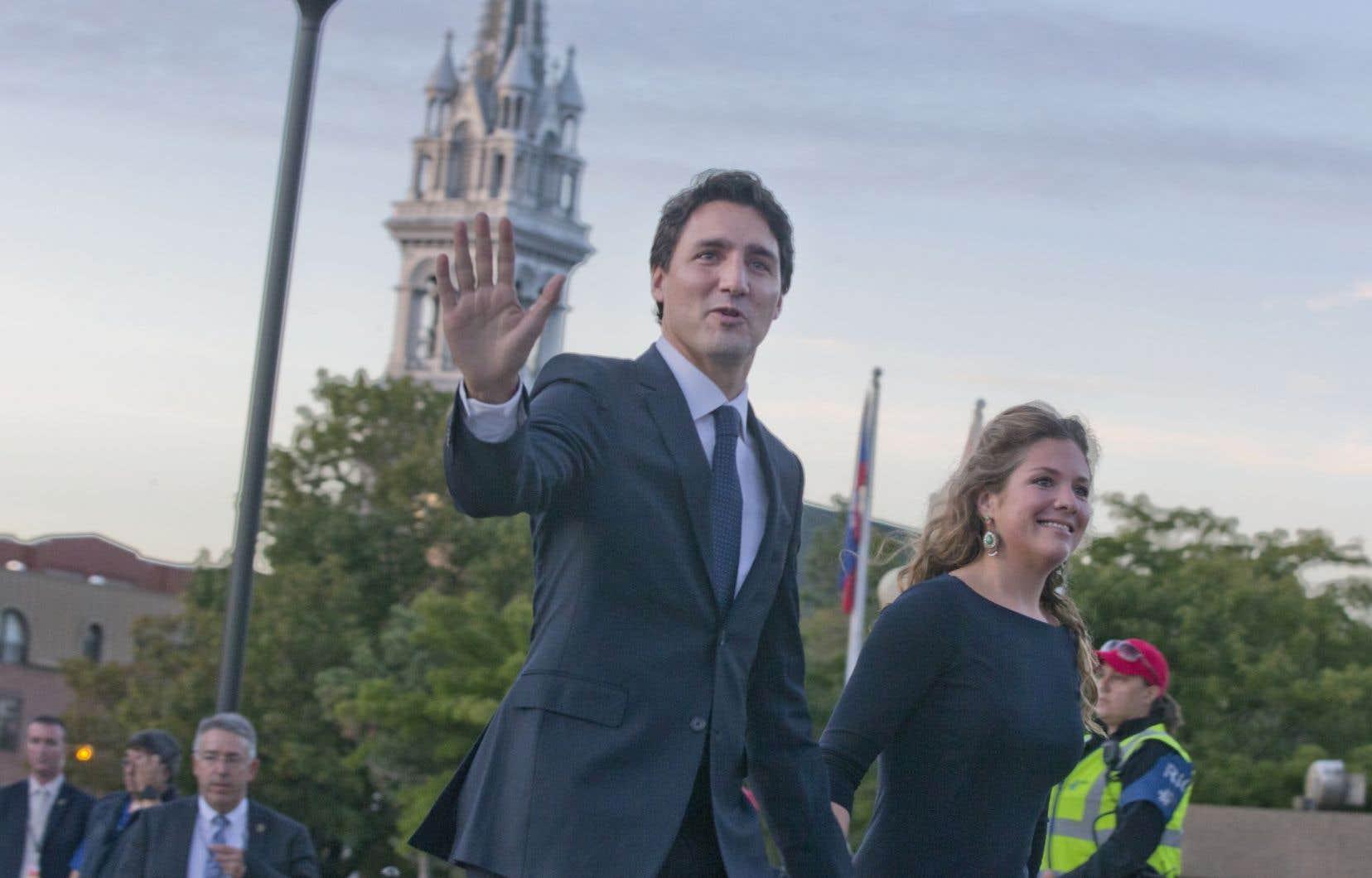 Justin Trudeau et sa compagne devant l'immeuble de Radio-Canada, jeudi soir