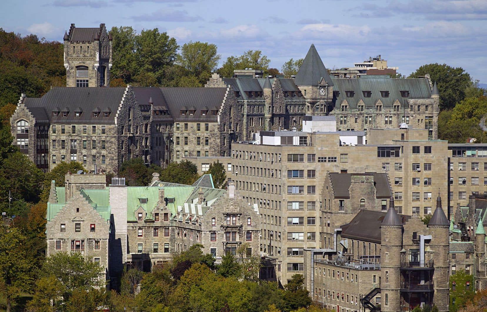 L'Université McGill a lancé un appel d'offres public jeudi afin de réaliser des études de faisabilité, au coût de 8millions de dollars, en vue de la reconversion de l'hôpital Royal Victoria.