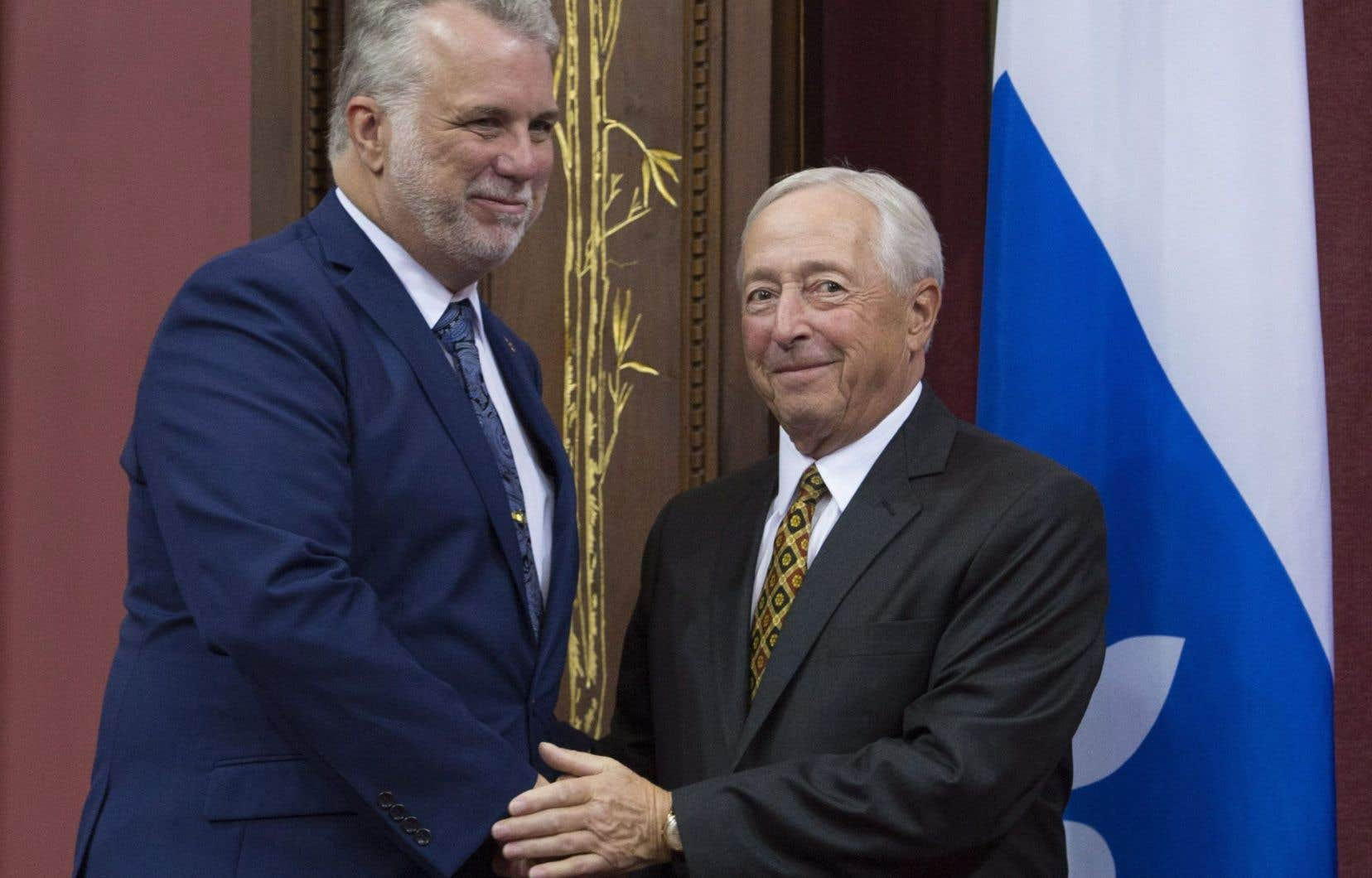 Le nouveau lieutenant-gouverneur du Québec, J. Michel Doyon, en compagnie du premier ministre Philippe Couillard, jeudi à Québec