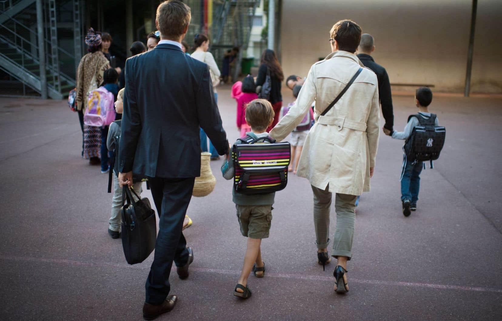 Si les enfants ont été habitués à écouter et à comprendre autrui, s'ils ont intégré au plus tôt les règles de respect et de politesse, s'ils ont une vision positive de leur environnement, ils seront des adultes qui bâtissent un avenir pour la société.