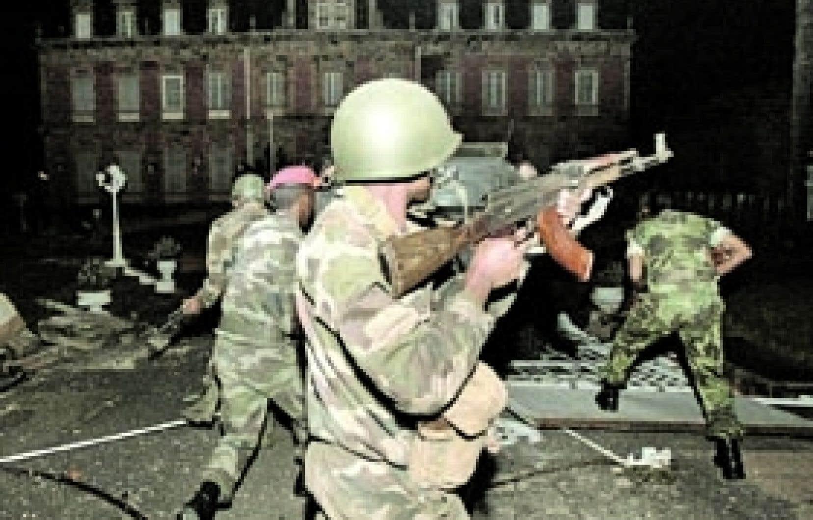 Des soldats malgaches à leur arrivée hier devant le palais présidentiel à Antananarivo