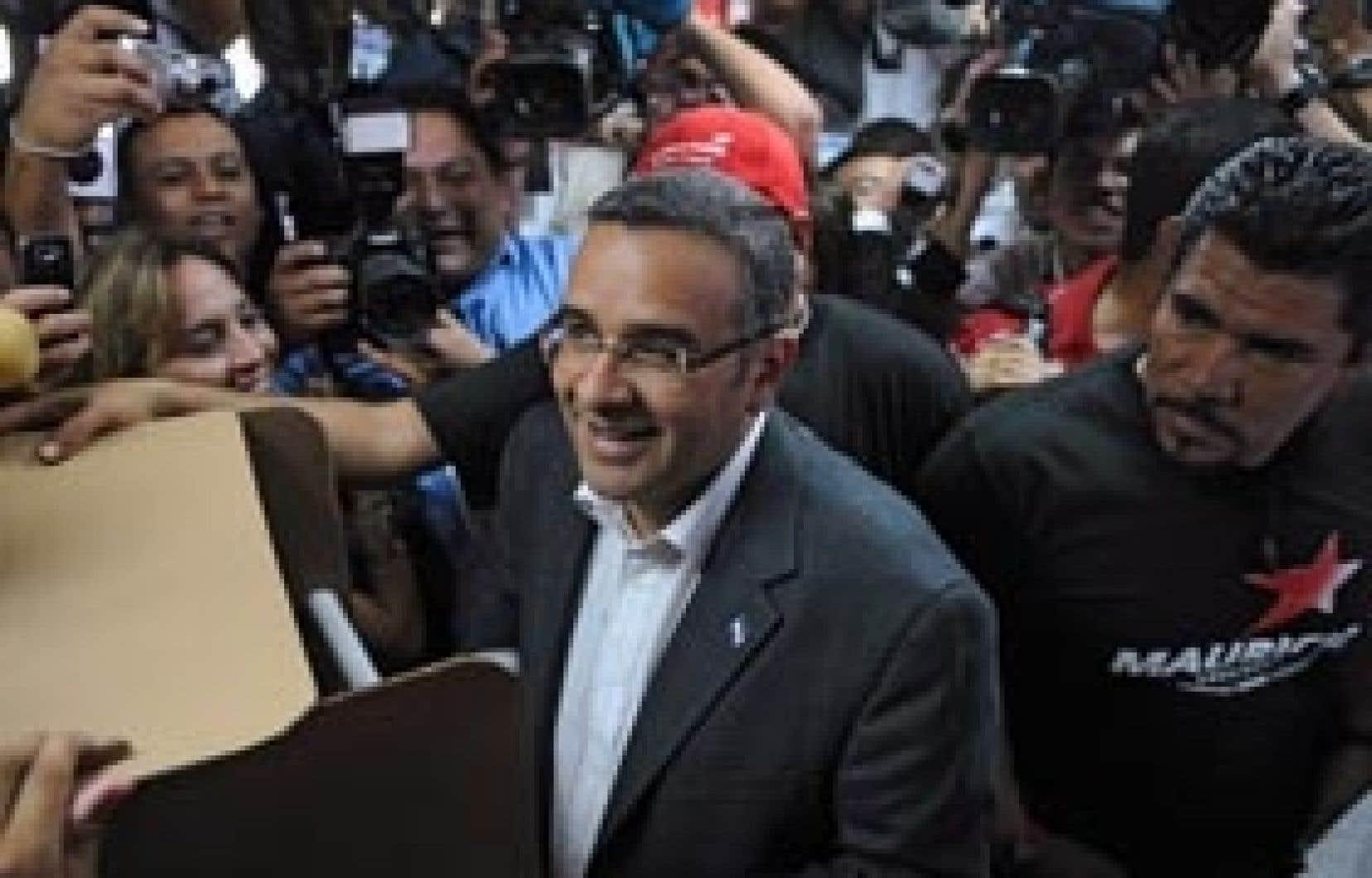 Le candidat de la gauche salvadorienne, Mauricio Funes, au moment d'aller voter. Il s'est déclaré élu hier soir.