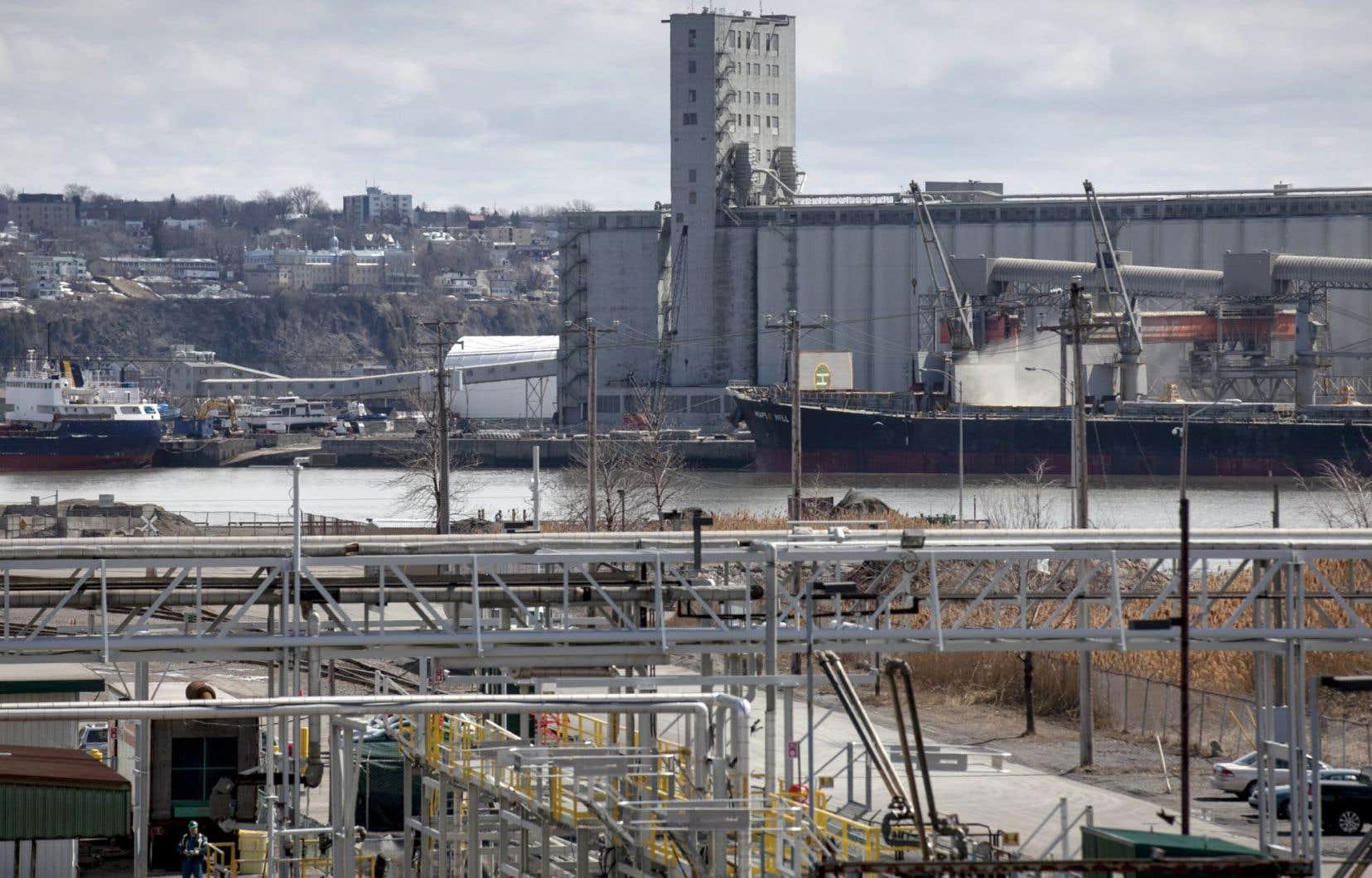 En 2012, le ministère du Développement durable avait conclu que les concentrations importantes de nickel trouvées dans l'air de Limoilou provenaient du port de Québec.