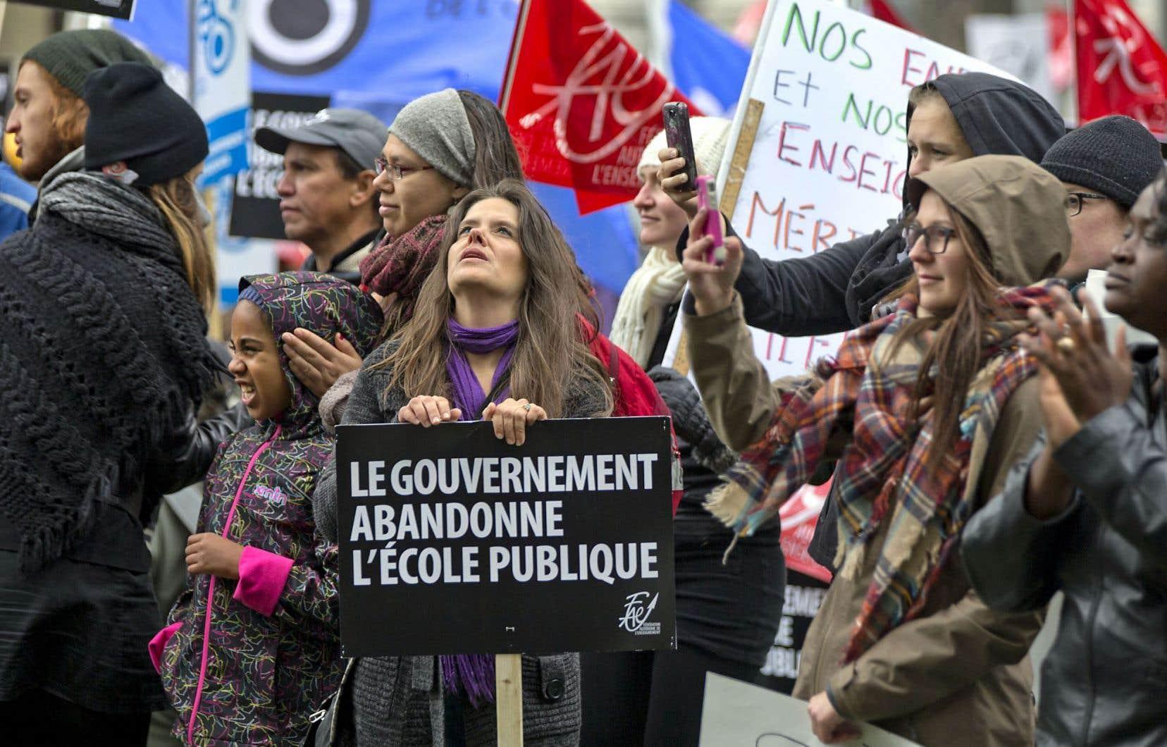 Environ le tiers des enseignants du primaire et du secondaire ont débrayé, mercredi, touchant ainsi quelque 300 000 élèves dans plusieurs régions du Québec.