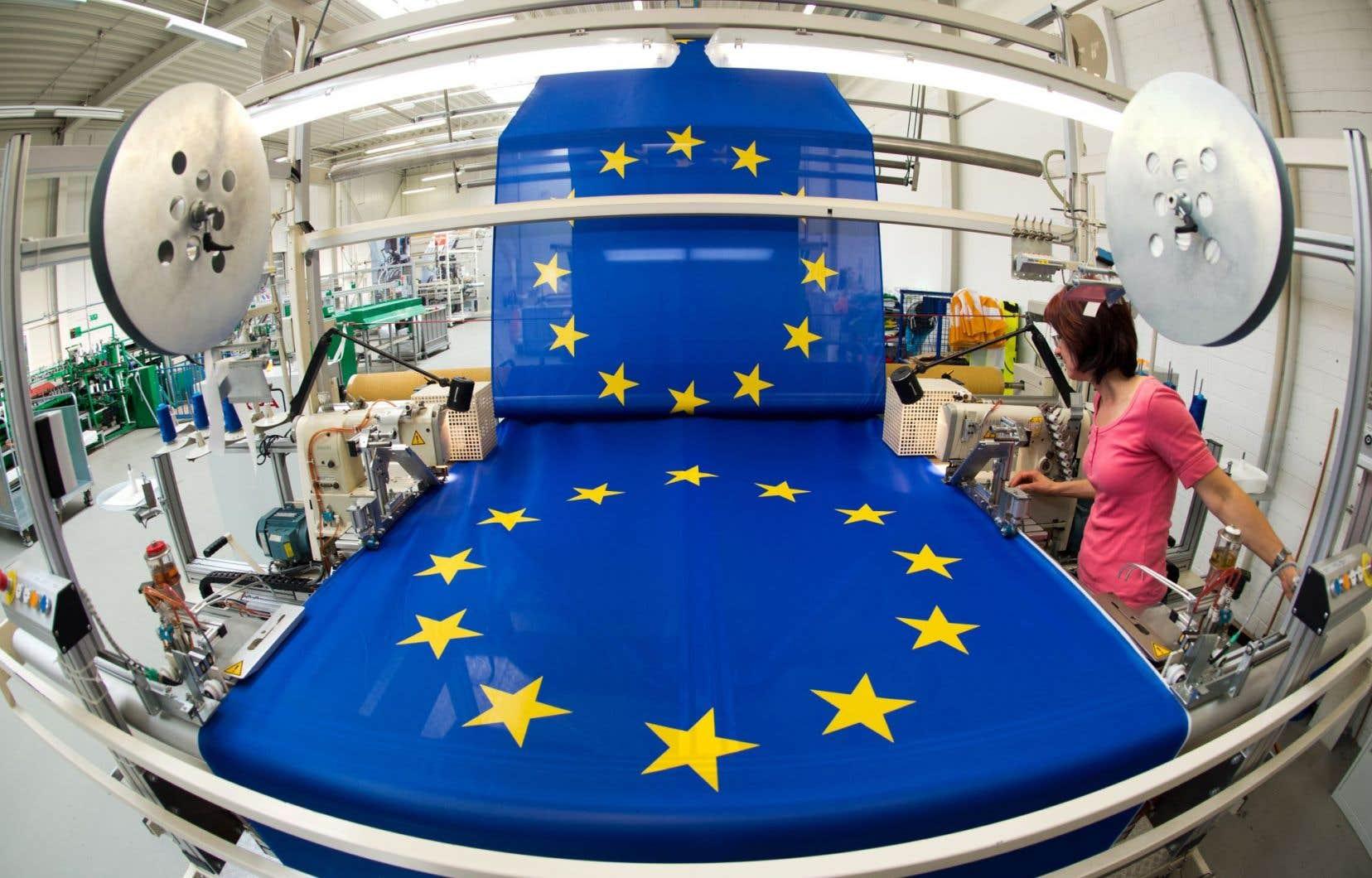 Une usine de drapeaux, en Allemagne. La zone euro flirte à nouveau avec la déflation, ce qui met un peu plus de pression sur la BCE pour qu'elle augmente son programme de rachat d'actif.