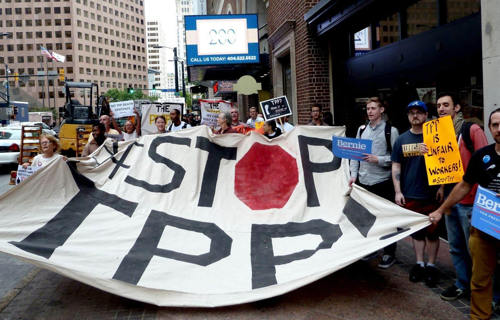 Des opposants au Partenariat transpacifique ont manifesté cette semaine à Atlanta où sont réunis les négociateurs du projet de libre-échange.