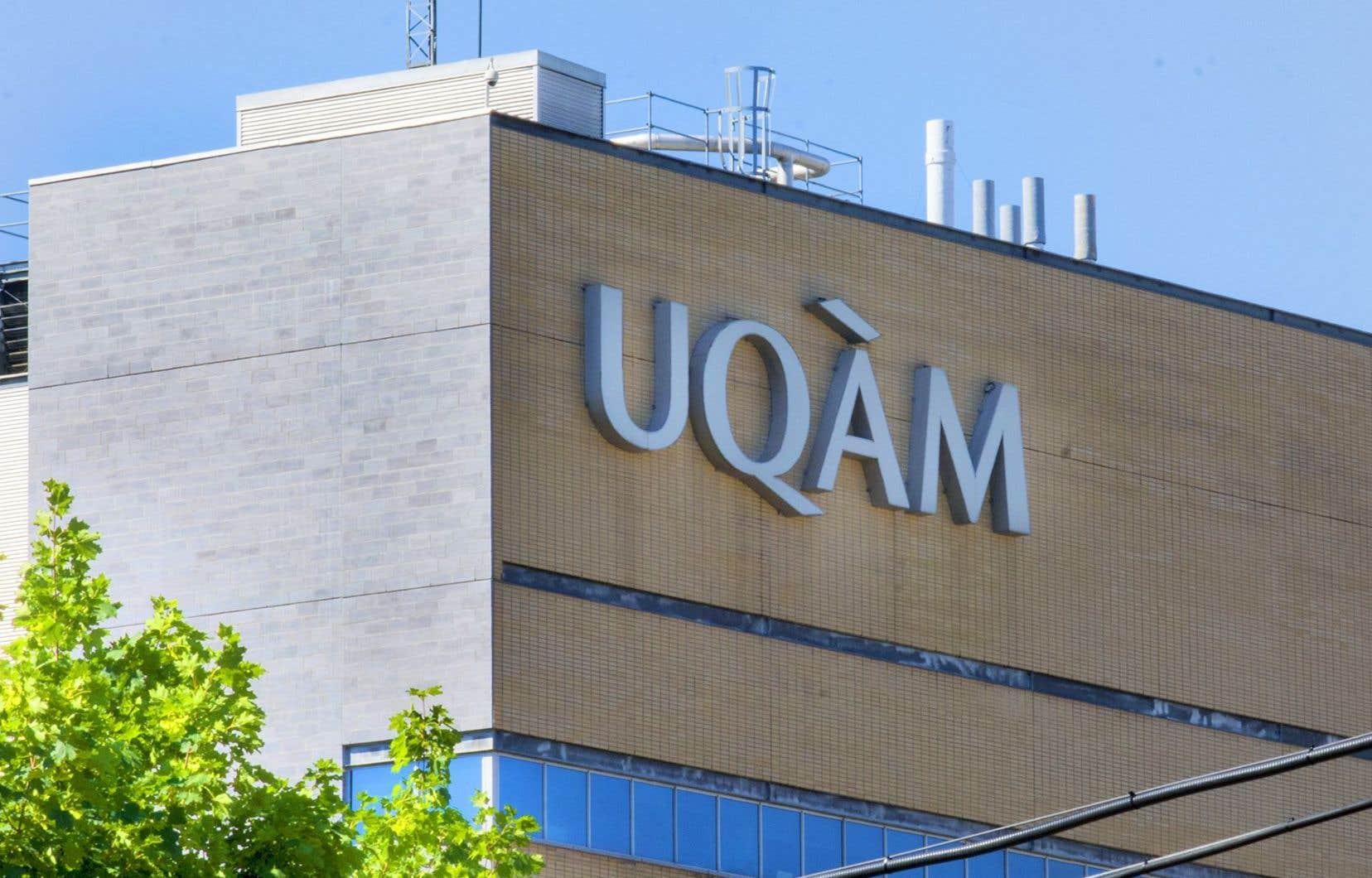 Le recteur Robert Proulx fait valoir que 70 % des 120 cadres de l'UQAM ne bénéficieront pas de cette hausse de salaire.