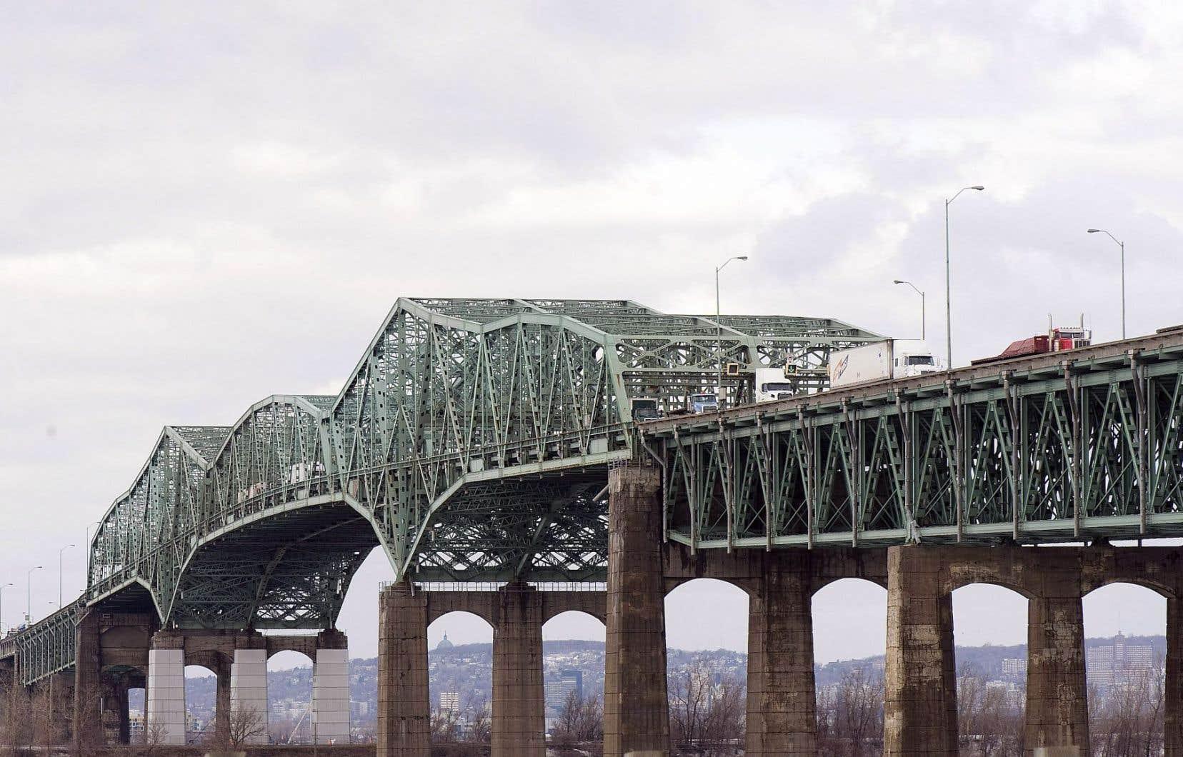 Le dossier du pont Champlain fait partie des questions sur lesquelles le premier ministre, Philippe Couillard, a demandé des engagements clairs.
