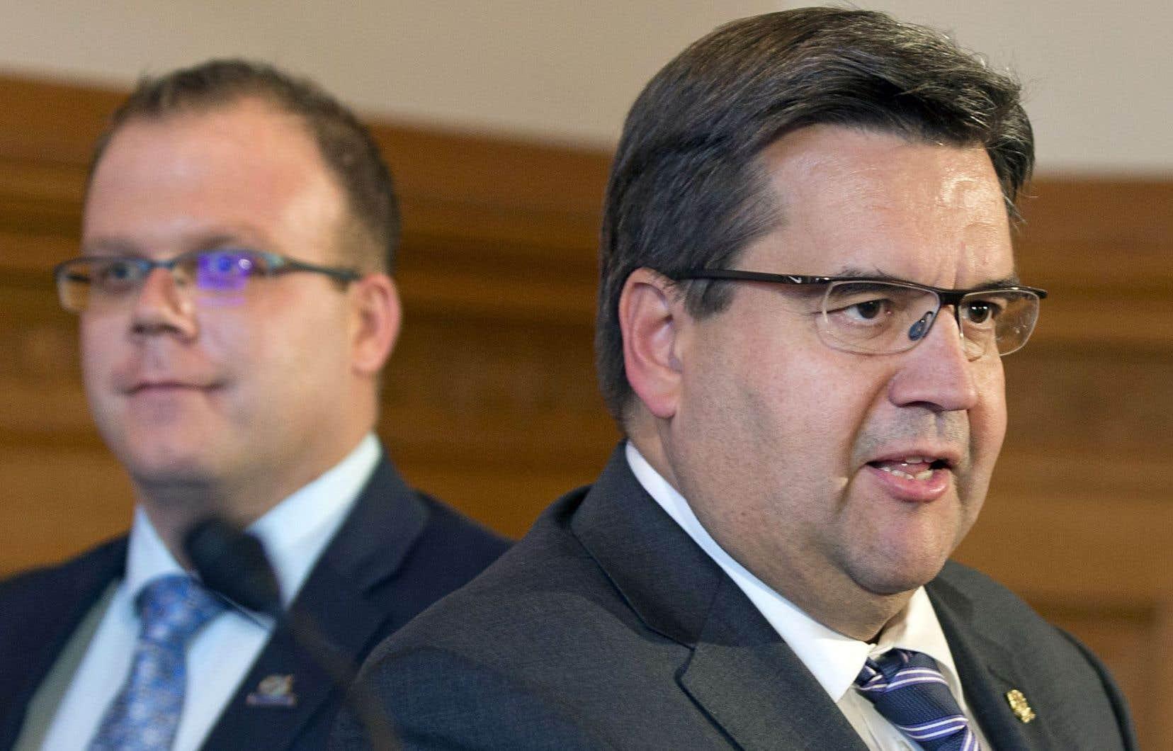 Le maire de Montréal, Denis Coderre (à droite), était accompagné du maire des Îles-de-la-Madeleine, Jonathan Lapierre.