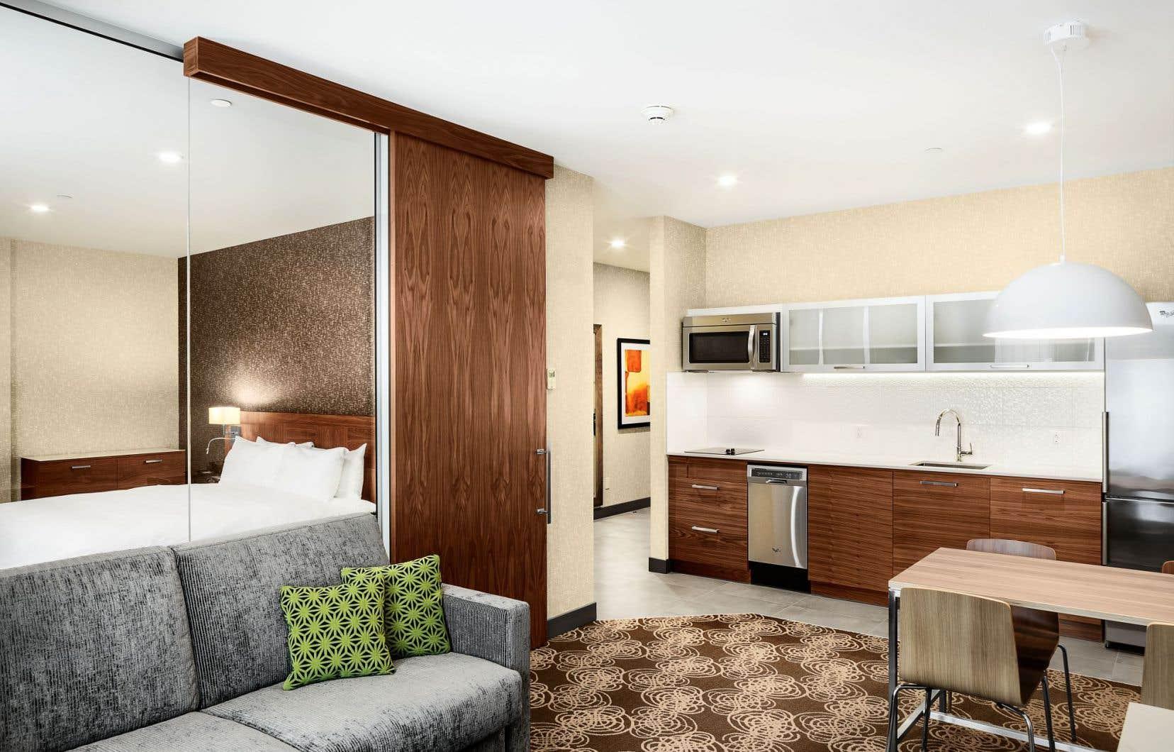 Nombre d'établissements hôteliers lavallois ont décidé de repenser leur offre en fonction de la nouvelle clientèle. Parmi eux, le Hilton, qui a fait le choix d'investir près de 8millions dans la rénovation de ses installations.