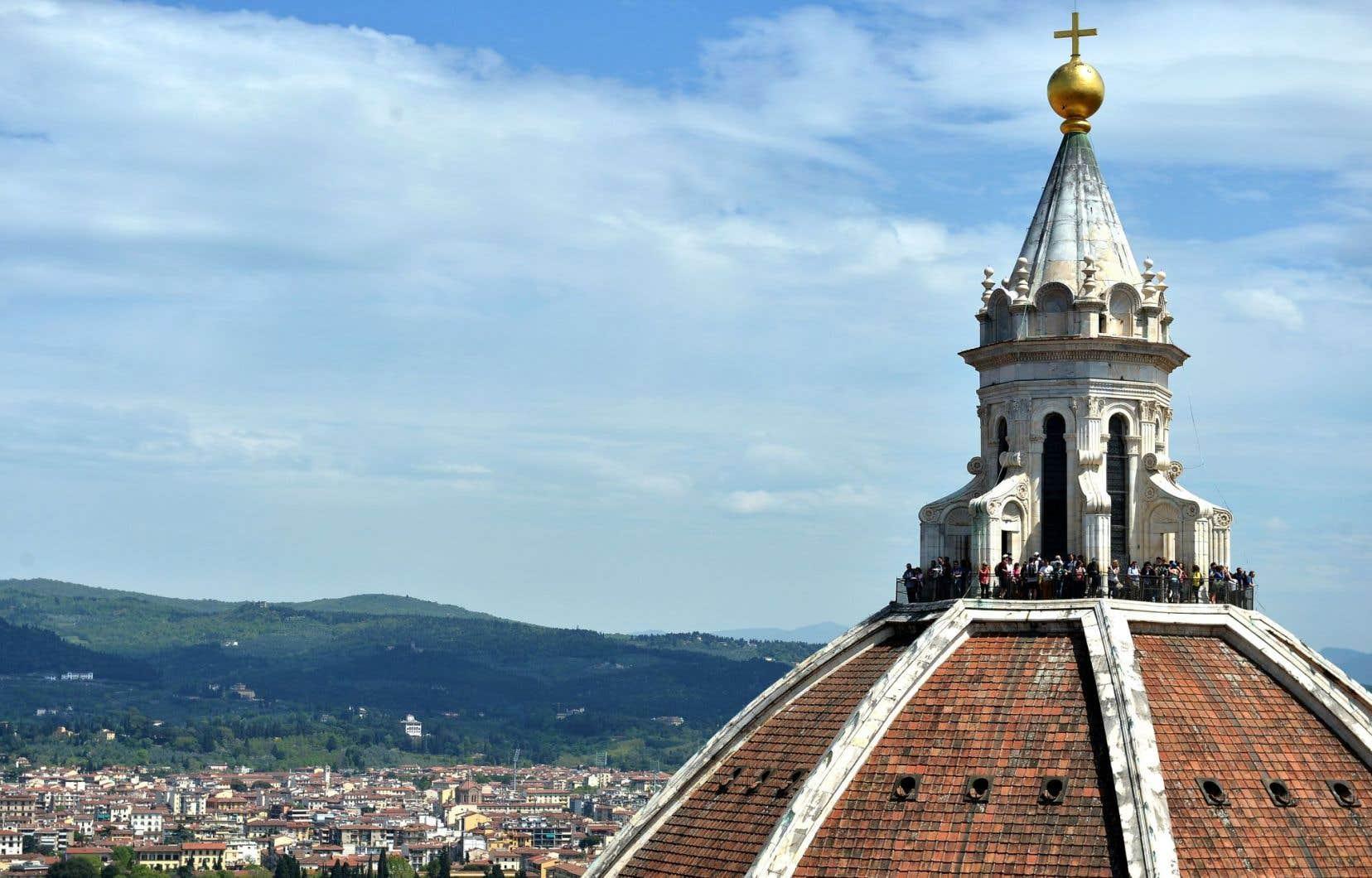 Le dôme de la cathédrale Santa Maria del Fiore à Florence, en Italie.