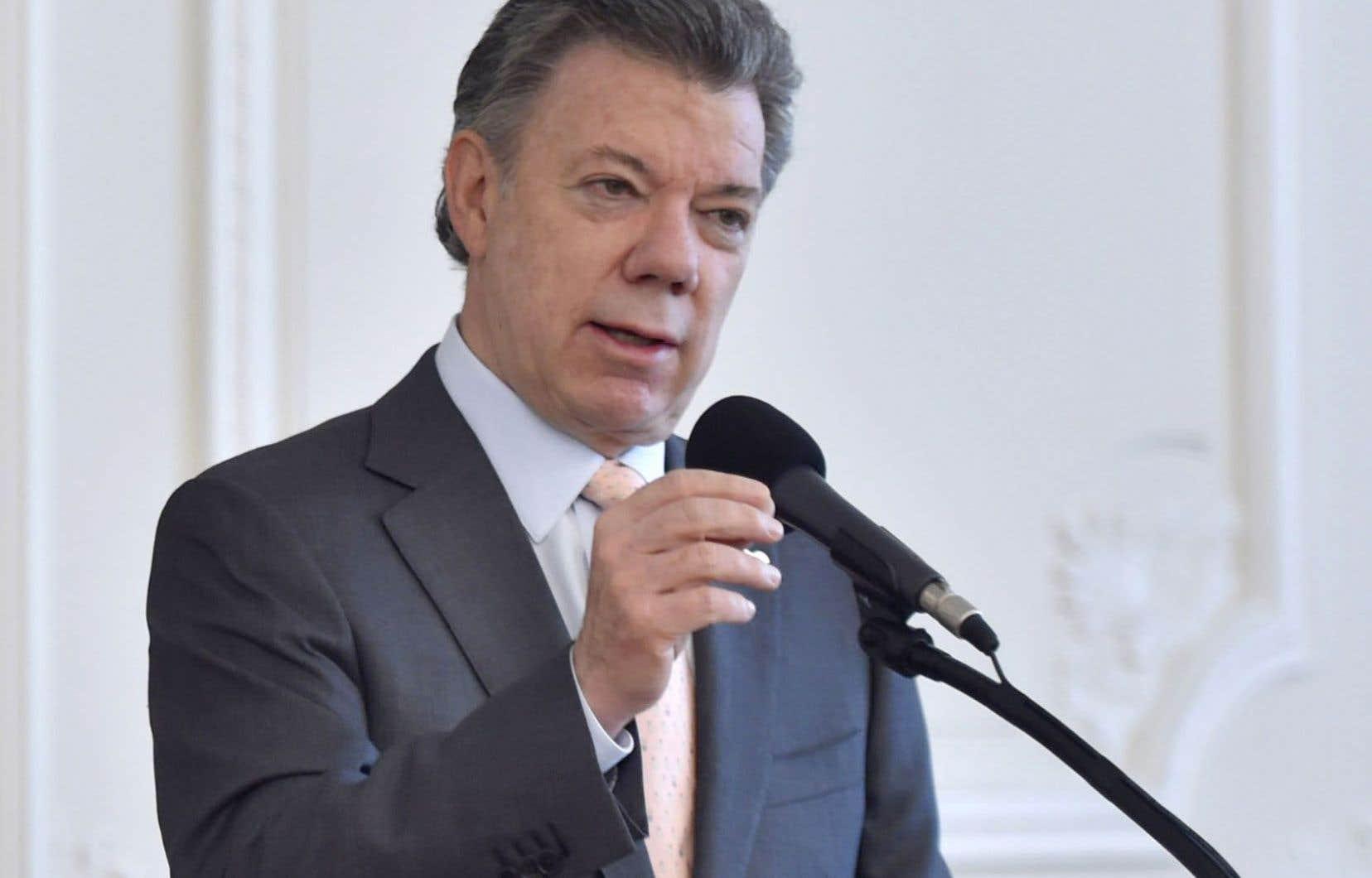 La proposition de cessez-le-feu du président Juan Manuel Santos envers les FARC intervient après son annonce d'un renforcement des opérations contre l'Armée de libération nationale.