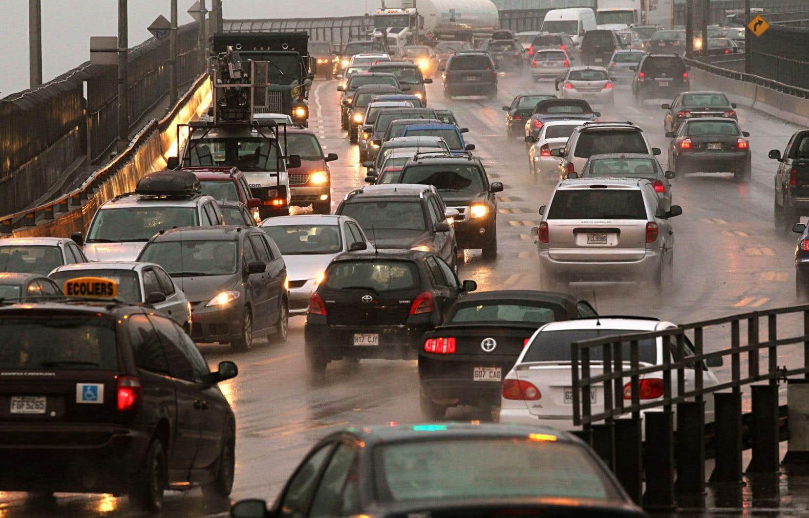 La congestion sur nos routes coûte énormément cher à la société.