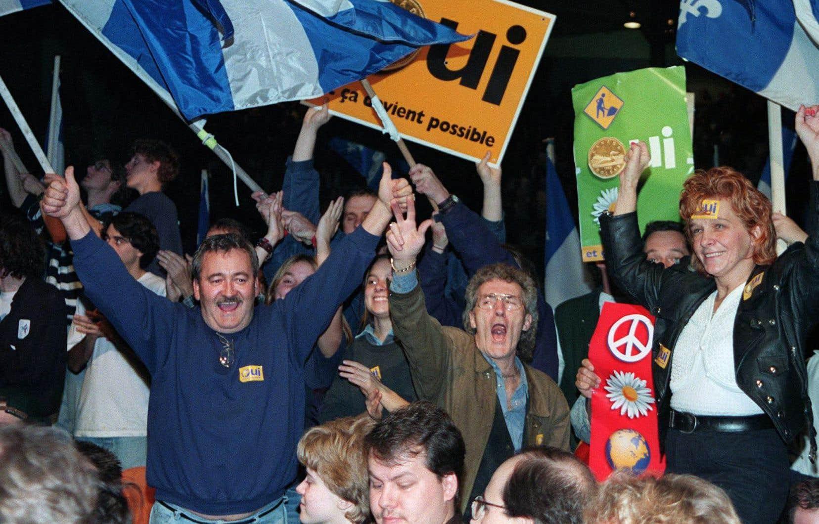 Des partisans du «Oui» le 22 octobre 1995, dans la ville de Québec, aux discours de Mario Dumont, Jacques Parizeau et Lucien Bouchard