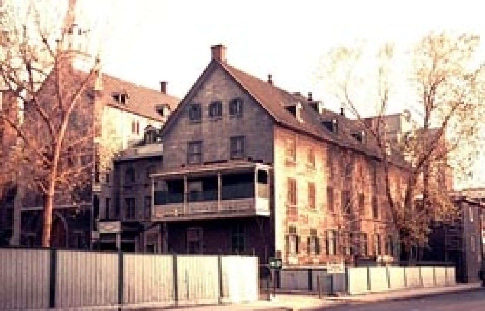 L'asile de la Providence depuis la rue Sainte-Catherine, photographié par feu Omer Desjardins en 1962.