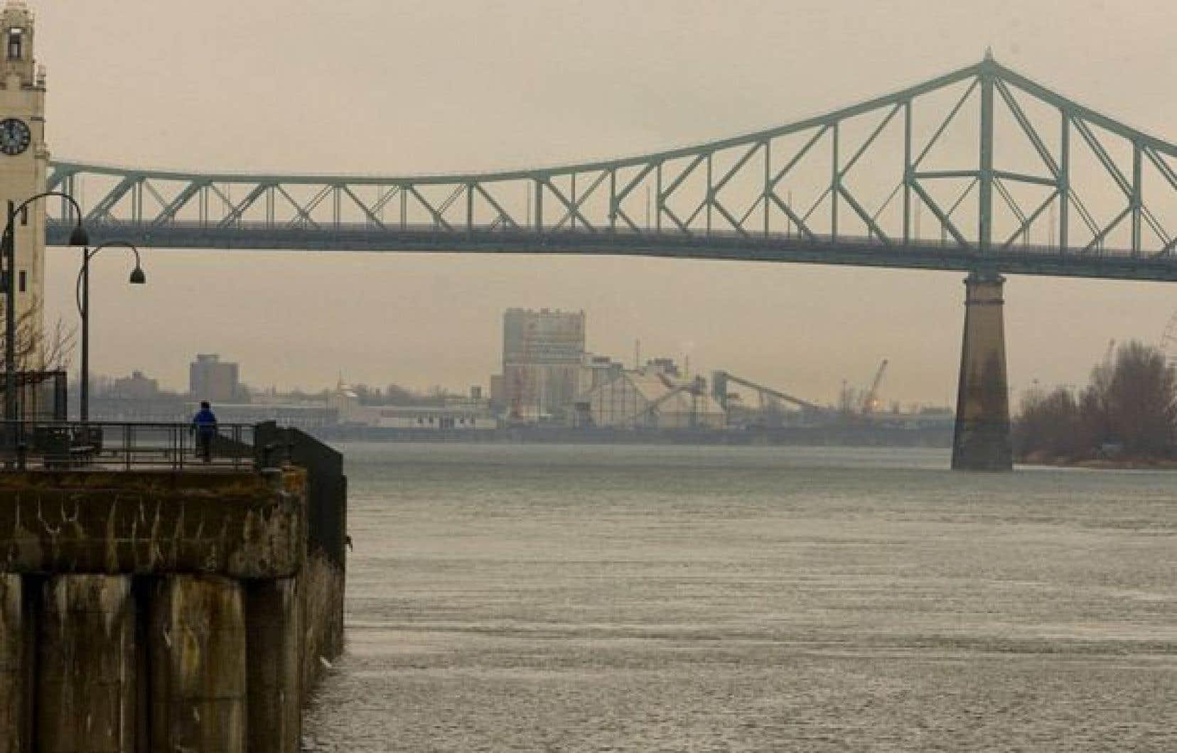 La Ville de Montréal pourra procéder au rejet d'eaux usées dans le fleuve Saint-Laurent dès mardi.