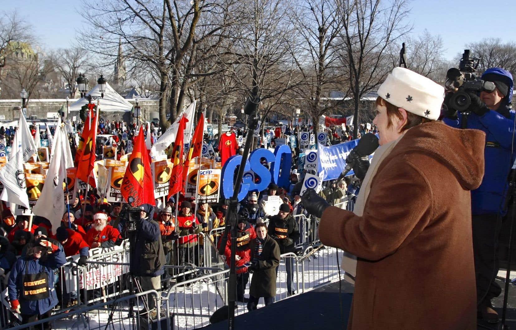 Manifestation du secteur public devant l'Assemblée nationale à Québec en décembre 2005