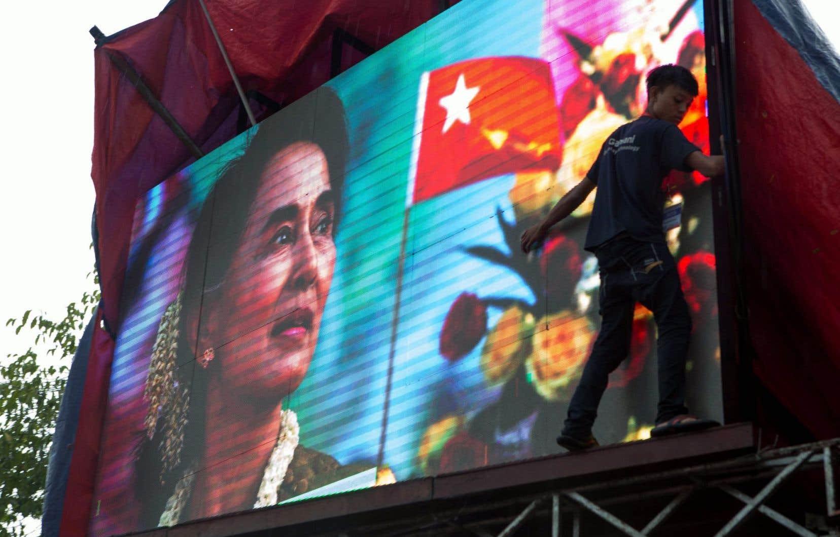 Après 30 ans de lutte contre la junte, Aung San Suu Kyi se retrouve donc en position de force pour négocier avec les héritiers du régime militaire.