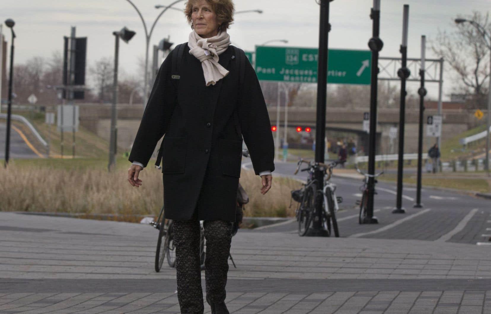 Marthe Savoie marche presque tous les jours. Pour le plaisir, mais aussi pour faire ses courses ou pour se rendre jusqu'au métro, qui se trouve à une vingtaine de minutes tout au plus de chez elle.