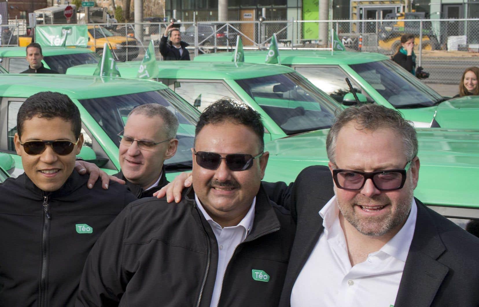 L'homme d'affaires Alexandre Taillefer (à droite sur notre photo) a lancé, mercredi, son nouveau service de taxis électriques, Téo Taxi.
