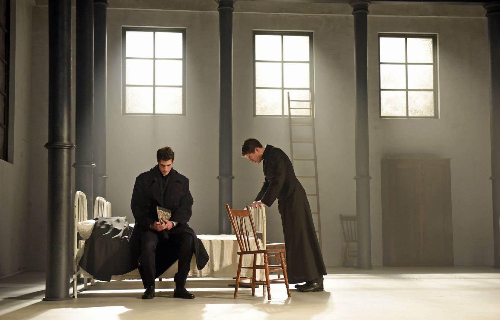 Dans «La divine illusion», le dramaturge Michel Marc Bouchard dépeint la misère du peuple et les dérapages du clergé.