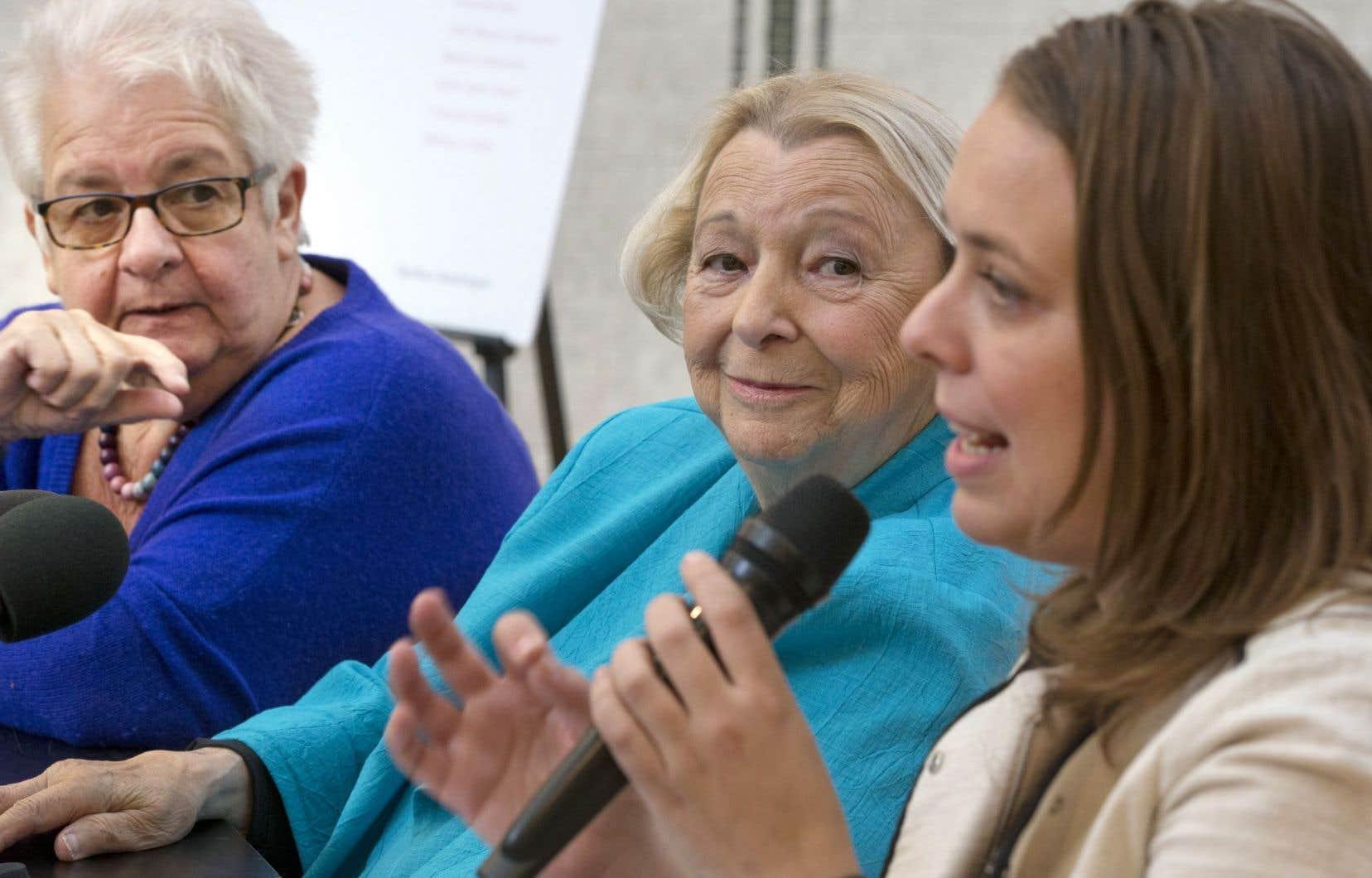 Martine Desjardins, leader étudiante universitaire lors de la grève de 2012, a pris la parole aux côtés de Léa Cousineau, première femme à présider le comité exécutif de la Ville de Montréal, et Lise Payette.