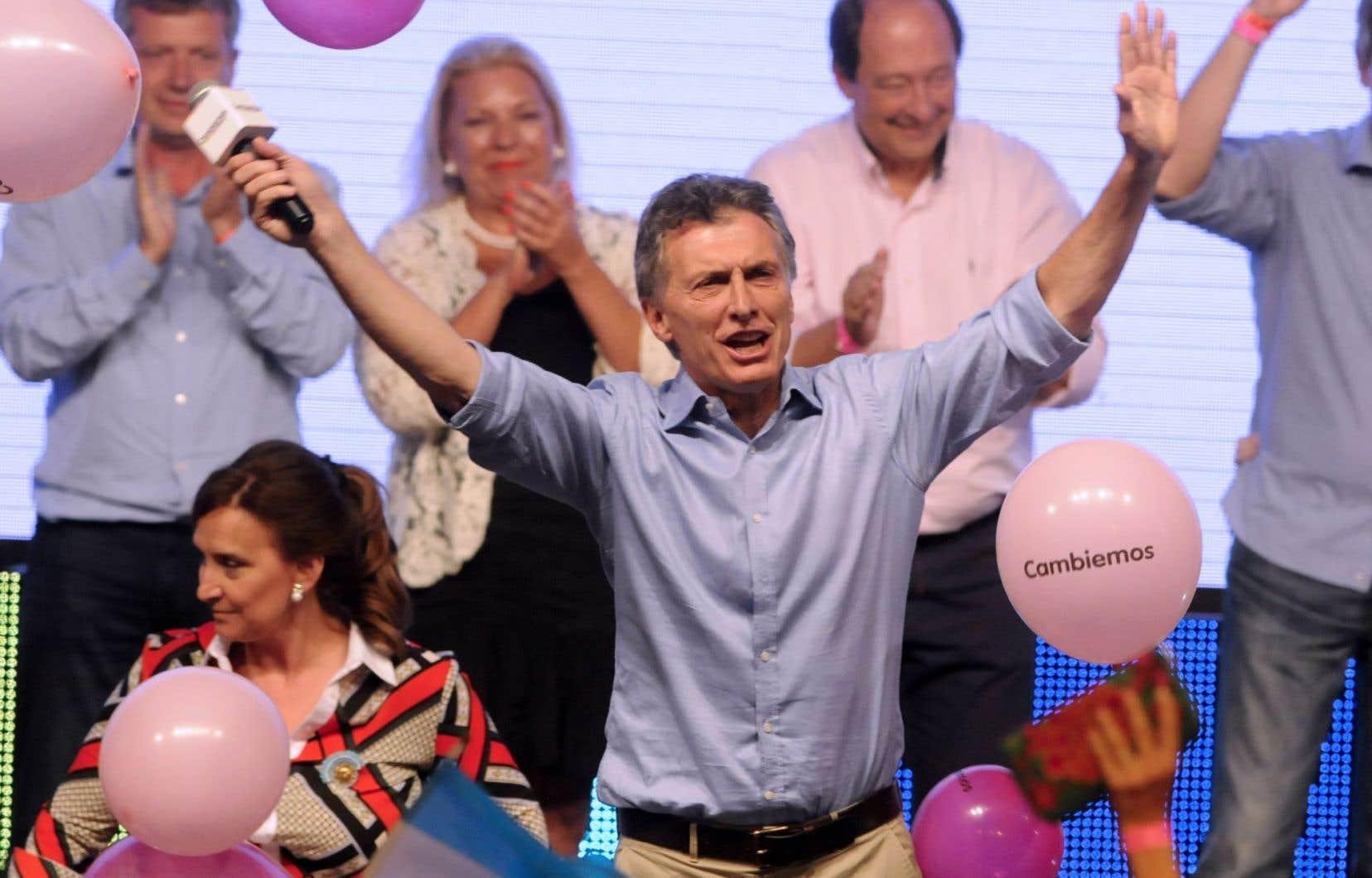 Mauricio Macri a célébré dimanche soir sa victoire à l'élection présidentielle et celle de la coalition Cambiemos, qu'il a bâtie autour du parti de droite qu'il a fondé, le PRO, et du parti de centre-gauche UCR.