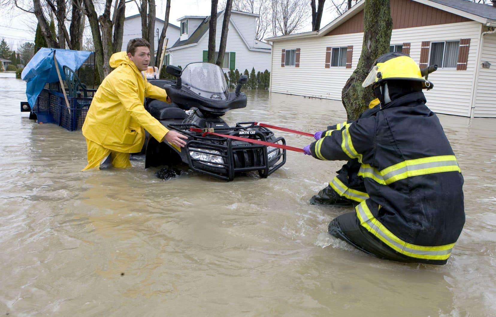 Le réchauffement climatique a augmenté la fréquence et l'intensité des catastrophes naturelles, comme les pluies torrentielles qui ont éprouvé Saint-Jean-sur-Richelieu en 2011.