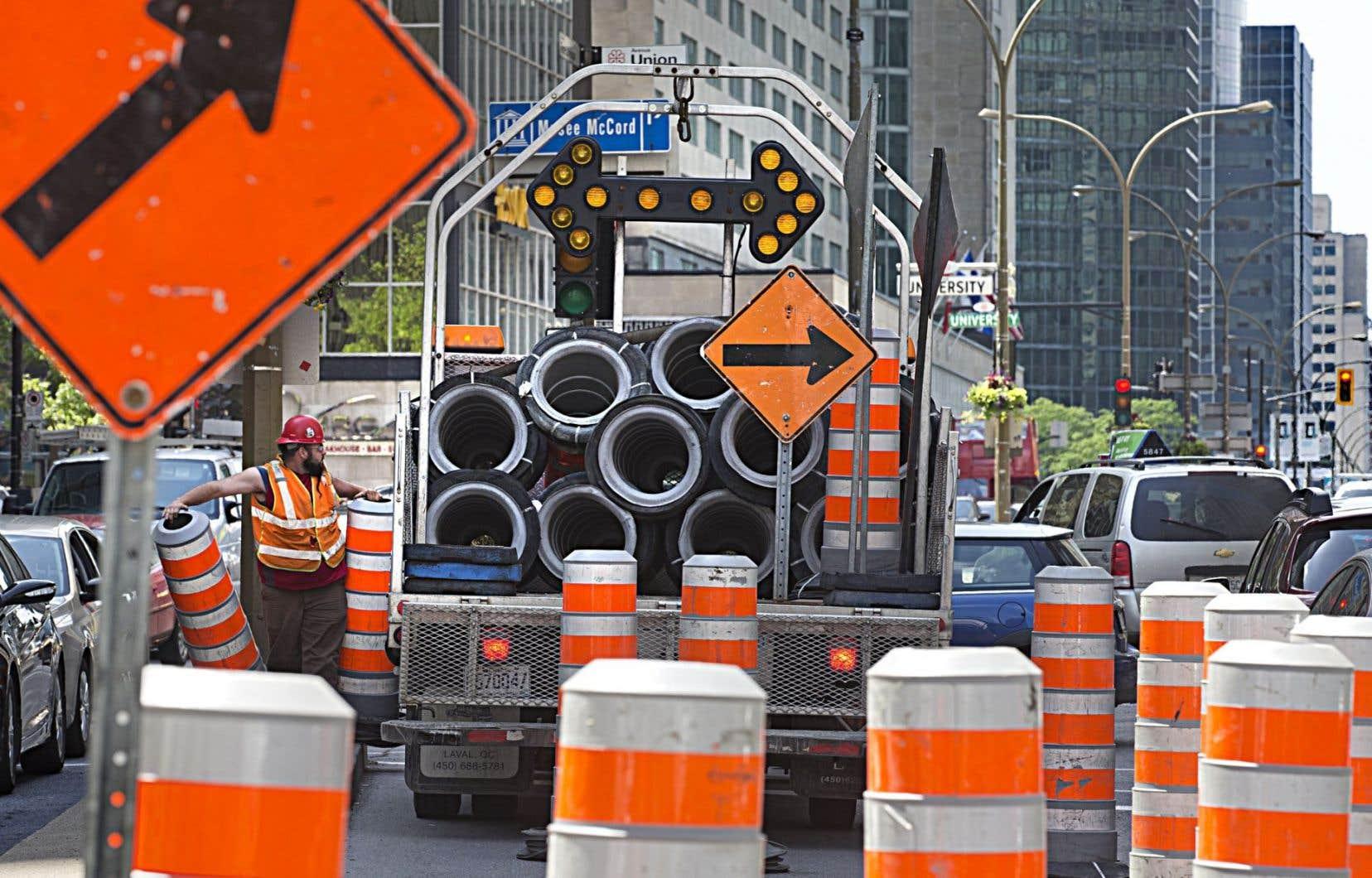 La Commission recommande entre autres la «dépolitisation» du processus de réfection des chaussées et infrastructures routières. Les élus ont tendance à intervenir en faveur des projets de leur circonscription.