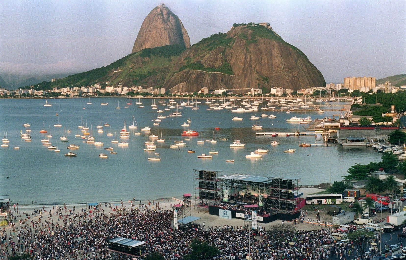 Des milliers de personnes se sont rendues au Sommet de la Terre de Rio de Janeiro, le 30 mai 1992.