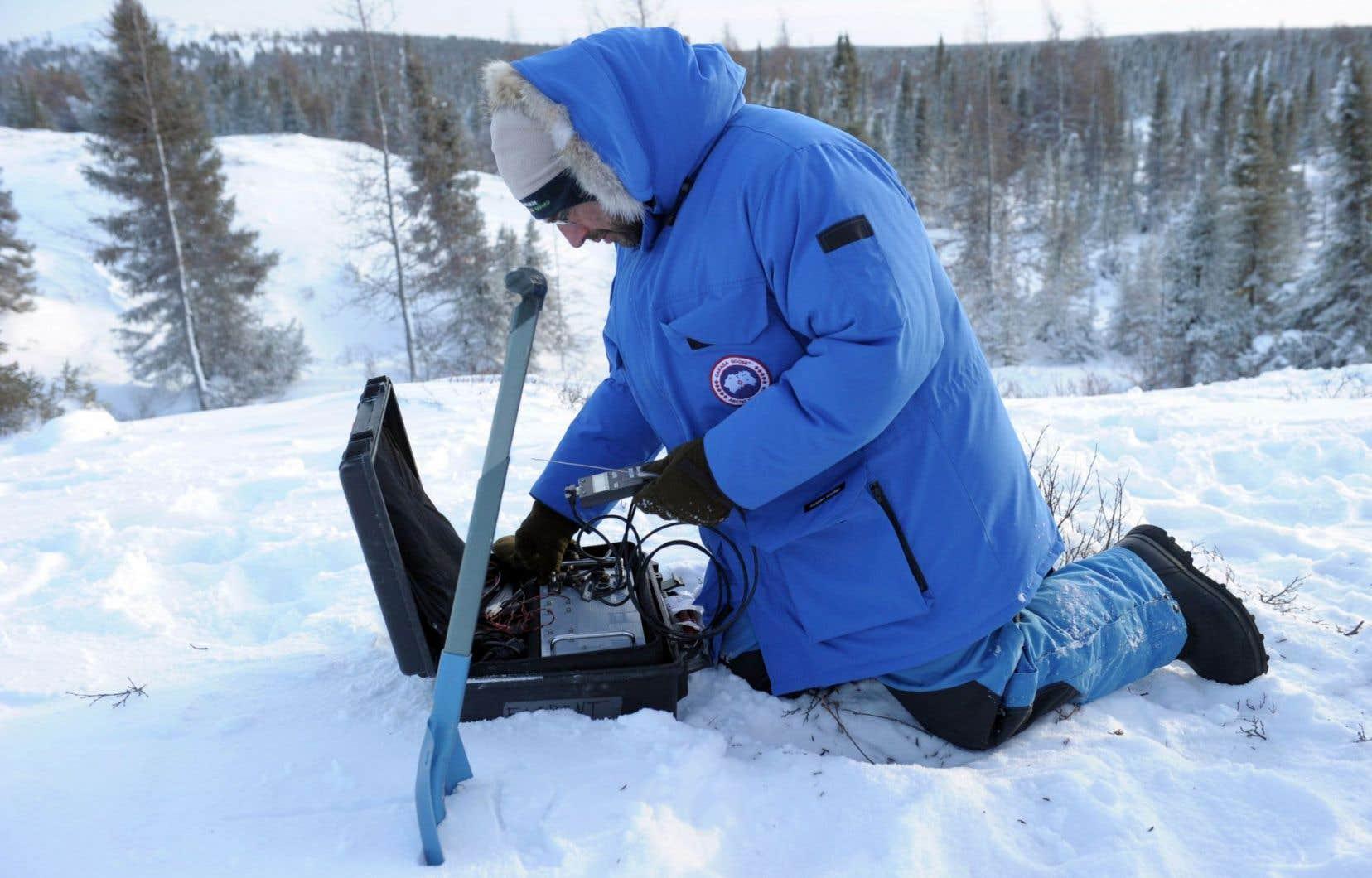 Le pergélisol, qui représente 10millions de km2, pourrait commencer à dégeler à partir d'un réchauffement du globe de 1,5°C. Ci-dessus, le scientifique français Florent Dominé, en mission d'étude du pergélisol près de Kuujjuarapik, dans le nord du Québec.