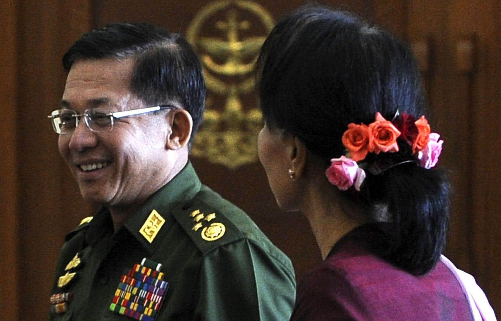 Aung San Suu Kyi a rencontré les deux hommes forts du régime mercredi, dont le chef des armées, une première.