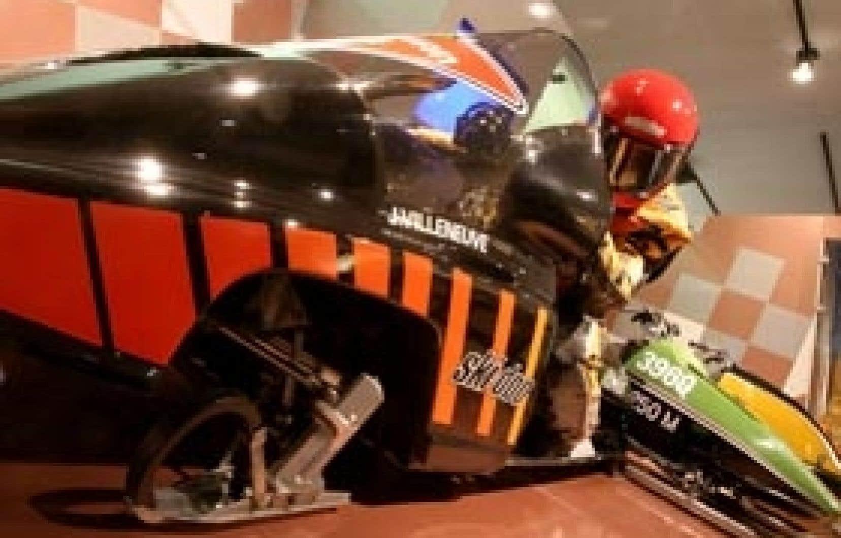 Jacques Villeneuve, le frère de Gilles, faisait de la course en motoneige. La MIM Formule 1, 1985, a sûrement été conçue pour lui. Il adorait la course de motoneige sur glace, entre autres choses.