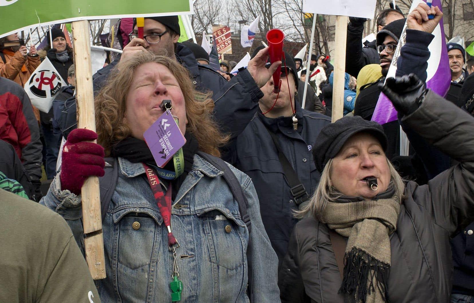Selon leurs estimations, les employés du secteur public ont tenu mercredi la plus importante journée de grève depuis 1972.
