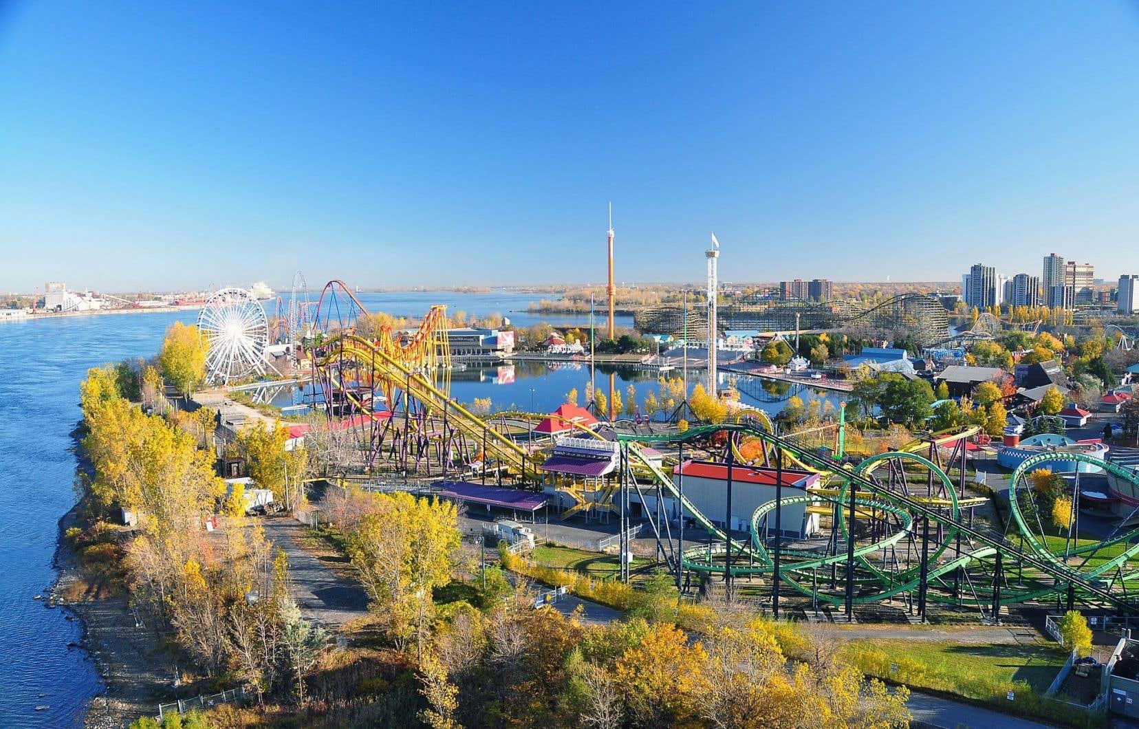 Propriétaire de La Ronde, Six Flags remet aux élus des billets pour le parc d'attractions depuis des années en vertu d'une entente conclue avec la Ville.