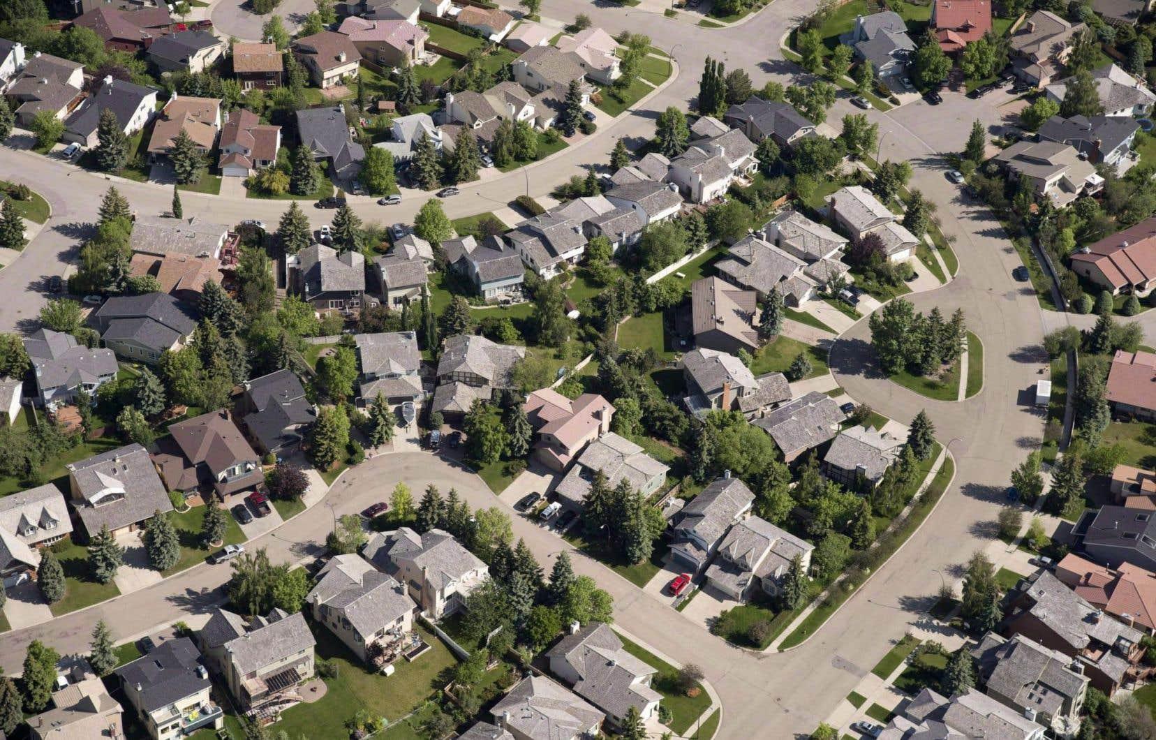 Vue aérienne d'un quartier résidentiel de Calgary, une des villes qui devraient souffrir le plus des nouvelles règles sur les prêts hypothécaires garantis par la SCHL.