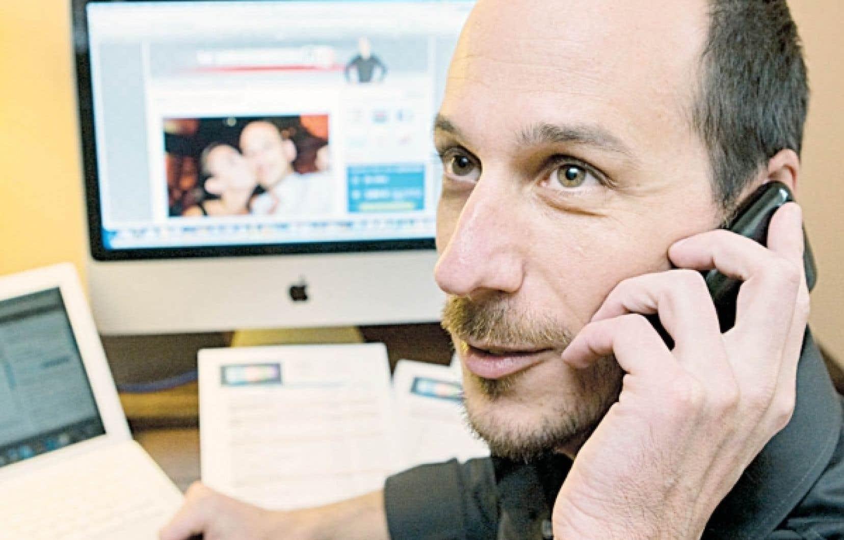 Le journaliste Dominic Arpin se met lui-même en marché grâce aux nouvelles technologies.