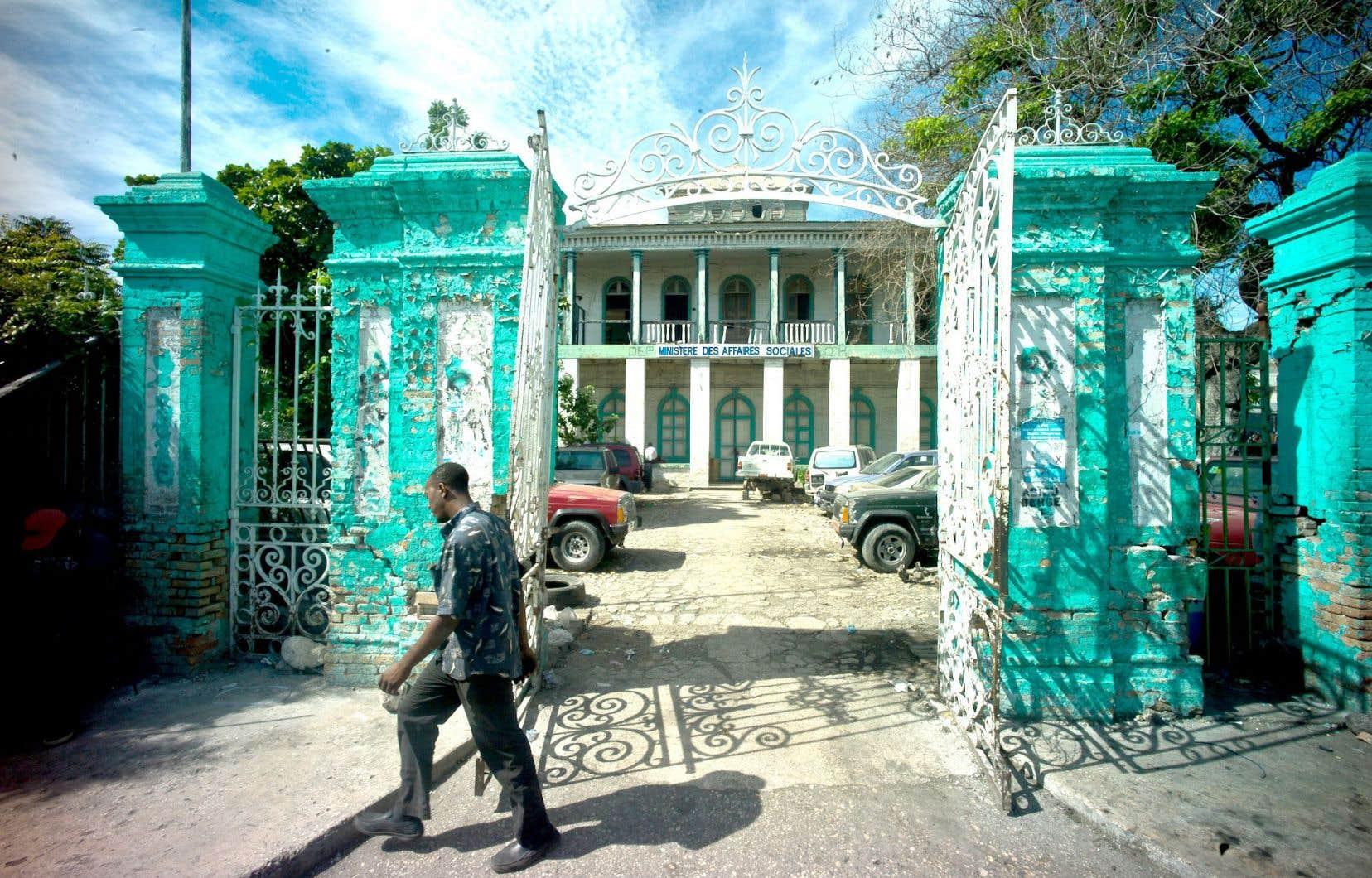 La Perle des Antilles manque aujourd'hui de structures et d'institutions qui permettraient à la société de s'organiser et d'agir.