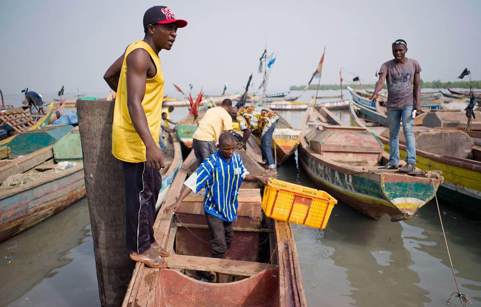 La solidarité Nord-Sud serait en train d'amorcer un virage vers la finance solidaire. Sur notre photo, des pêcheurs guinéens regroupés dans une mutuelle d'épargne et de crédit (MECREPAG).