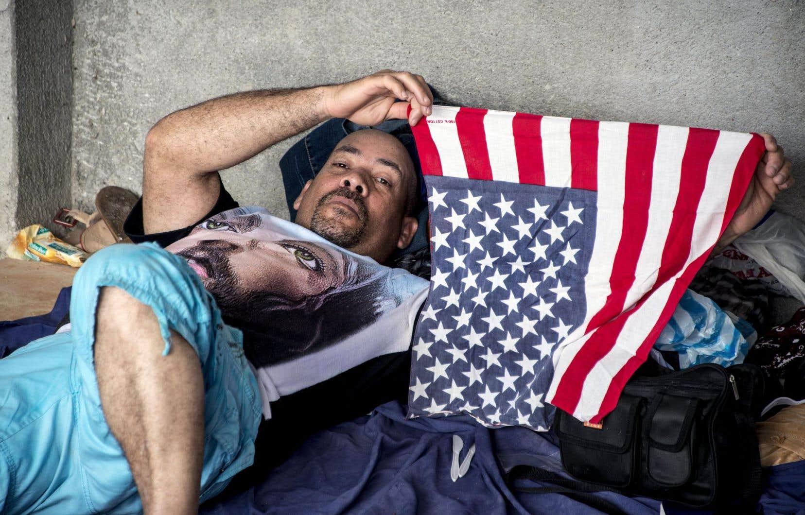Le périple d'un Cubain désirant se rendre aux États-Unis s'est arrêté dans un camp de fortune au Costa Rica.