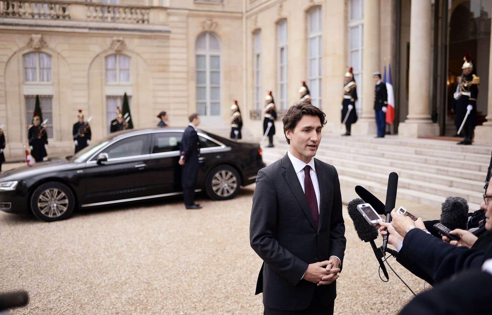 À Paris, en novembre 2015, le premier ministre Justin Trudeau a assuré ses homologues du monde entier que le Canada allait en faire davantage pour s'attaquer aux changements climatiques, sans pour autant s'engager sur un calendrier précis pour mettre son plan en œuvre.