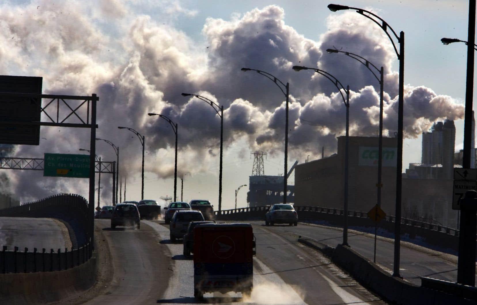 Un marché du carbone comme celui du Québec et de la Californie repose sur l'attribution de droits d'émissions auprès des entreprises.