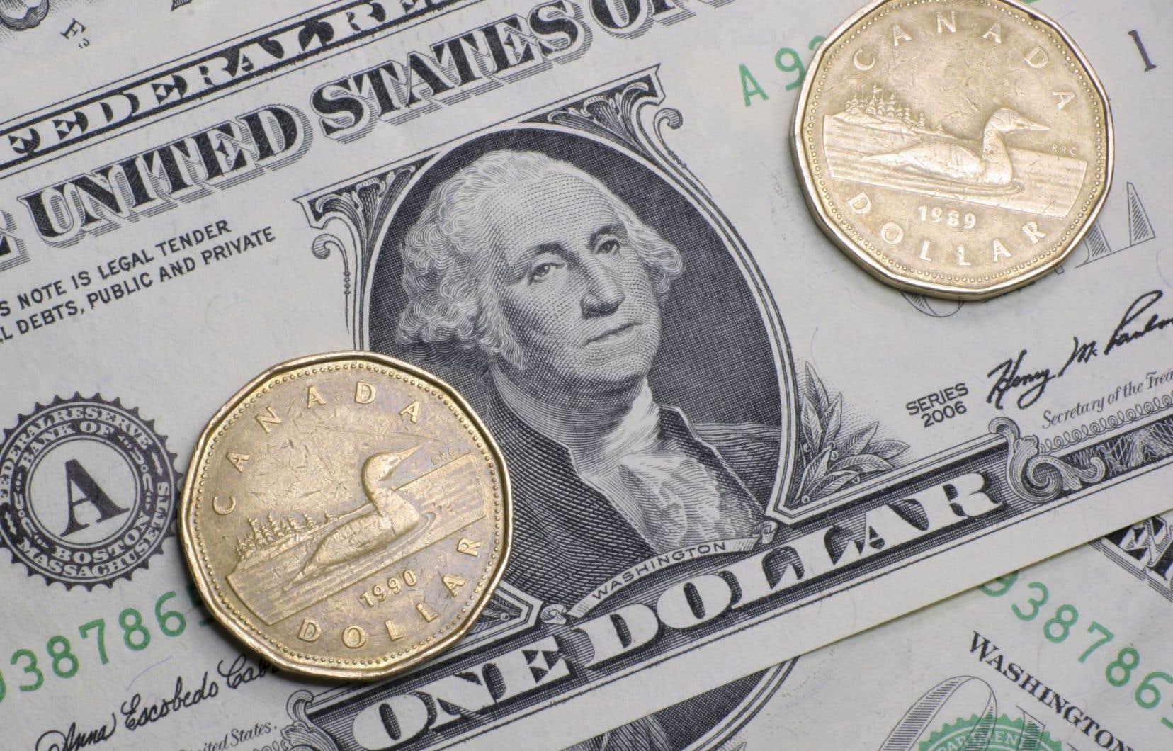 Parti de 85 cents US en décembre 2014, le dollar tourne autour de 72 cents US à la fin de 2015.