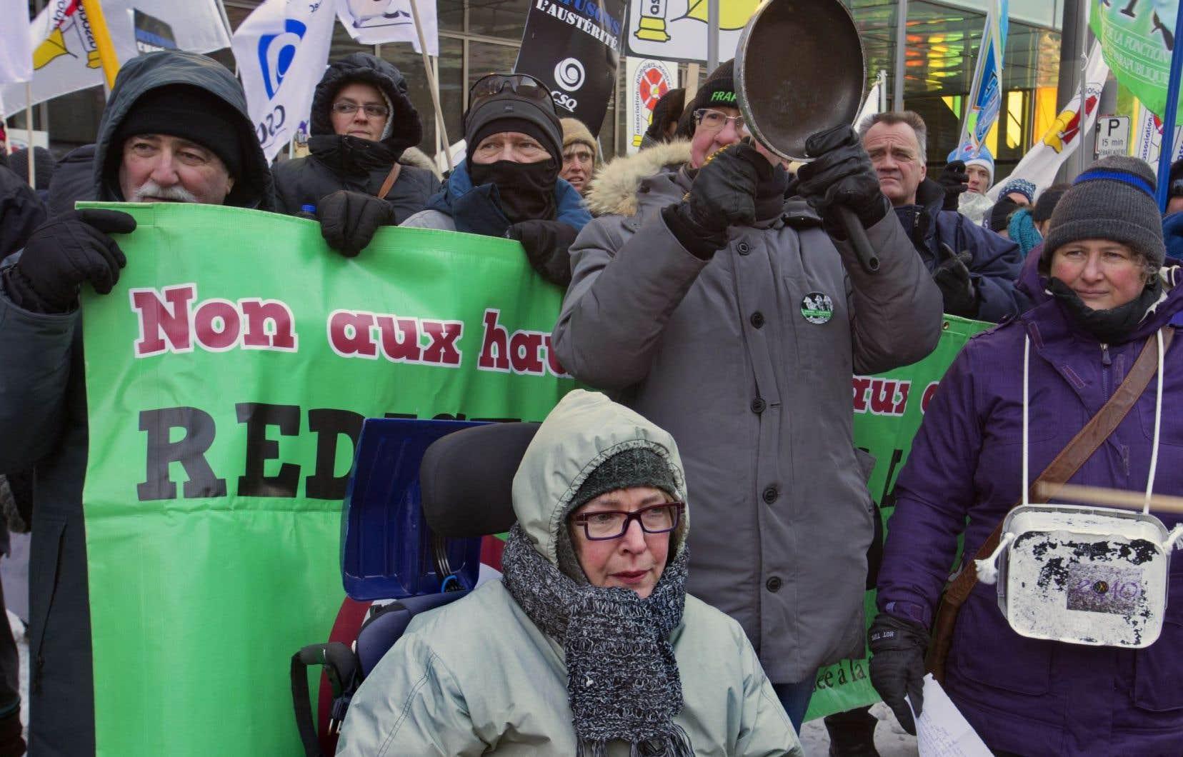 Une manifestation contre l'austérité organisée par la CSQ, en février 2015
