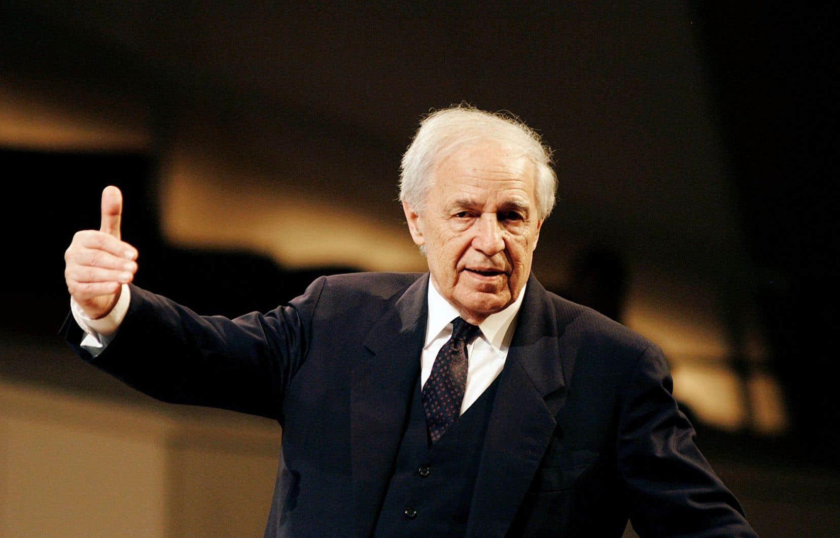 Pierre Boulez dirigeant en 2009