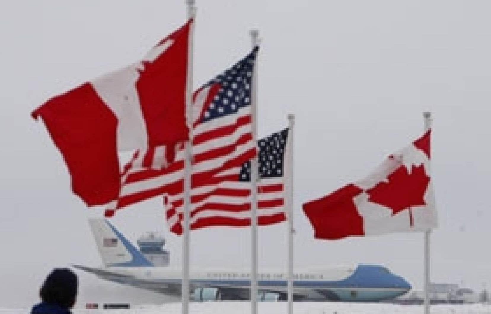 L'avion présidentiel américain s'est posé à Ottawa sans incident, mais la veille, l'armée de l'air canadienne avait pris en chasse un bombardier russe au-dessus de l'Arctique.