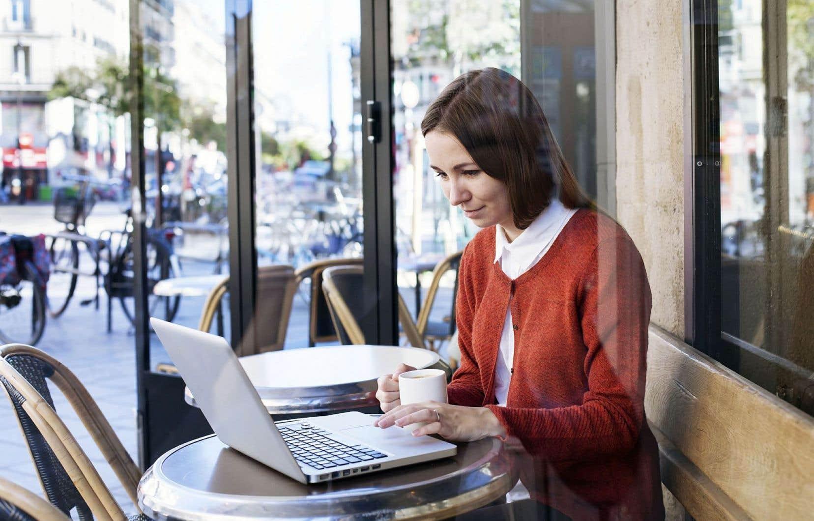 Surfant sur la tendance nomade des travailleurs, une nouvelle génération d'établissements, les cafés-bureaux, commence à ouvrir en France. L'idée serait née en Corée, avant de se développer aux États-Unis où les coffices, contraction de «coffee» et «office », font fureur.